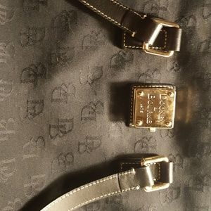 Dooney & Bourke small tote handbag, mint cond